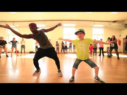INCREDIBLE DANCE MOVES BY YOUNG KID & PROFESSIONAL URBAN TEACHER