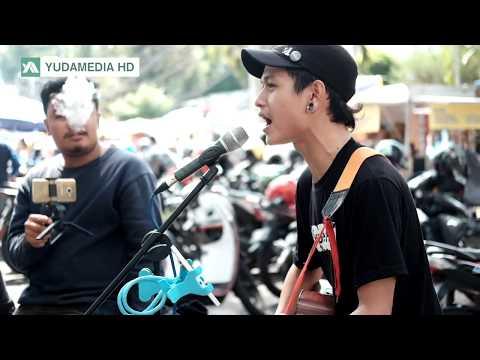 Cover Lagu Indonesia Paling Banyak Ditonton oleh Pengamen Jalanan. 200 Juta View! Tau?