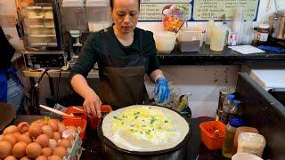 Have you seen this Chinese Street Food? Jianbing! 煎饼果子来一套!