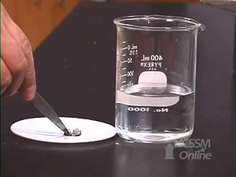 Liti tác dụng với nước