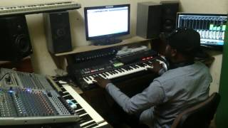 RODRIGUE SYNTHE-DEMONSTRATION PIANO DE LA CHANSON UNE MINUTE ET SERVICE DE FALLY IPUPA
