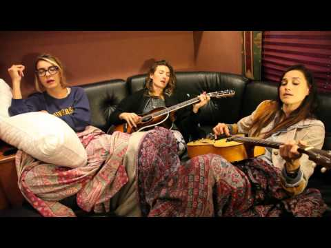 """Warpaint performs """"Billie Holiday"""" in bed 