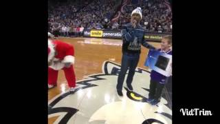 Little kid gets finessed by T-Wolves mascot, gets PS4 taken for being a Kings fan