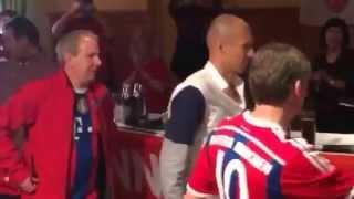 Einzug von Arjen Robben beim Peracher Fanclub Inntal Bullen in Endlkirchen