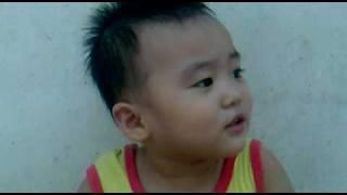 Ba Cong di cho troi mua - Minh Đan 2 tuổi.