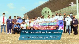 Un grupo de poco más de 50 personas marcharon por Paseo de la Reforma en honor de sus compañeros de profesión que murieron al servicio del sector salud durante la pandemia de Covid-19
