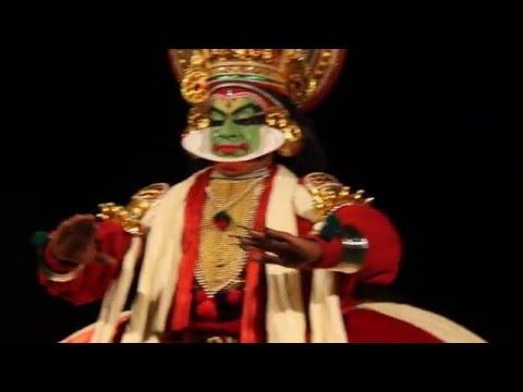 Kathakali-Vorstellung im Poovar Island Resort in Kerala, Indien