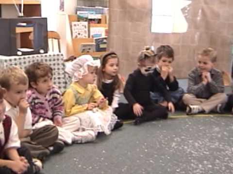 Myrtle Farm Montessori School Holiday Celebration Songs 2001 Pt 1