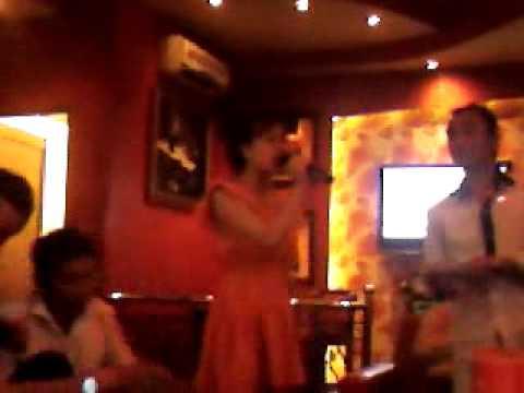 Múa lửa trong phòng Karaoke
