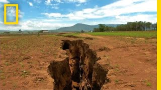 Video What Made the Ground Split Open in Kenya? | National Geographic download MP3, 3GP, MP4, WEBM, AVI, FLV Oktober 2018