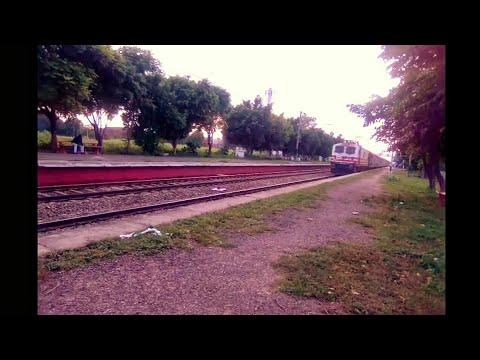 22424 Amritsar Gorakhpur S.F with WAP5 in full speed