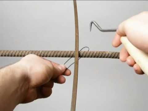 Tying reinforcing steel bars (rebar). Wiązanie drutu zbrojeniowego ...