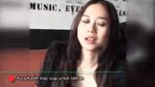 Aura Kasih Tampil Macho Sebagai Drummer  - CumiCumi.com