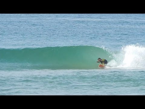 6 Year Old Surfer \'Duke\' Gets First Barrel