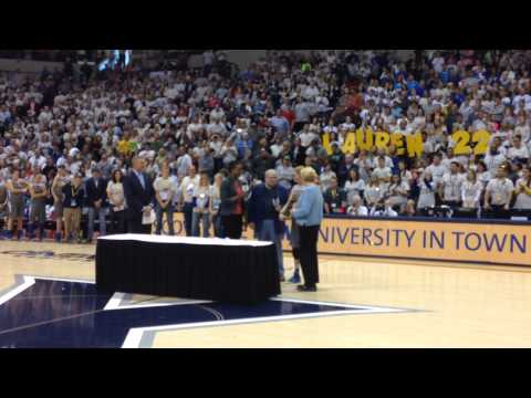 Lauren Hill Presented With the Pat Summitt Most Courageous Award