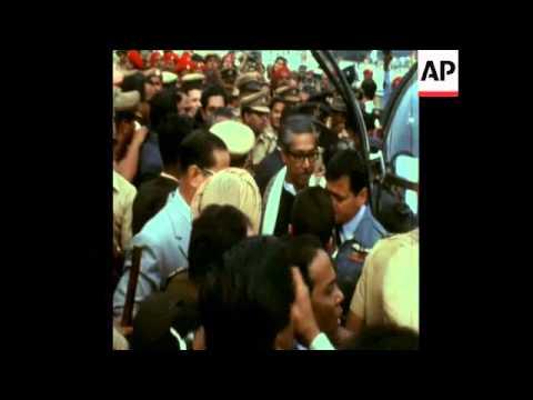 SYND 7/2/72 SHEIK MUJIBUR RAHMAN AND INDIRA GANDHI IN CALCUTA