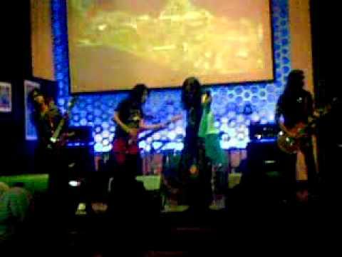 Powerslaves _Impian @ MU Cafe Jakarta feat DD Crow.mp4