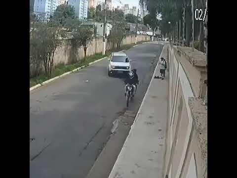 São Paulo: Um motorista atropeleu dois criminosos e evitou assalto