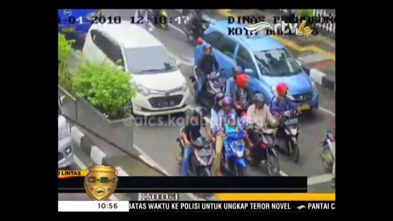 VIRAL ! PASANGAN KEKASIH TERTANGKAP KAMERA CCTV DISHUB