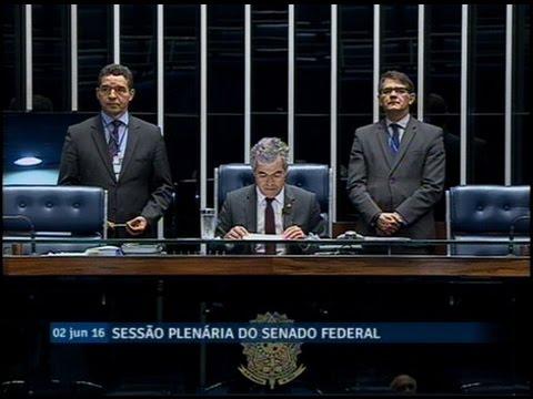 Senador Marcelo Crivella pede licença do mandato por até 122 dias