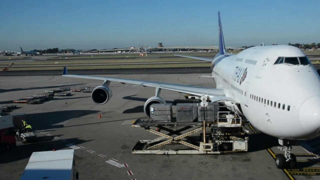 Thai airways Economy - 747 Sydney-Bangkok TG476 - YouTube