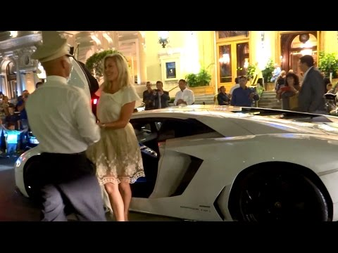 BLONDE GIRL DRIVING AVENTADOR IN MONACO