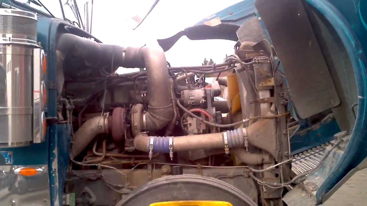 hight resolution of freightiner oil leak and other trucks