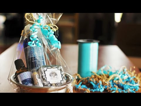 Gift Wrapping Idea: How to Wrap a Small Gift Set