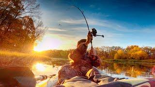 Всплески прям у лодки В поисках щуки по протокам на пакрафте Рыбалка 2020 на спиннинг