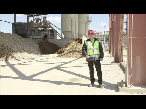 L'equip de FCC a la descontaminacio l'Ebre a Flix