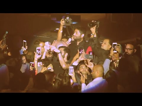 Arijit Singh Live between Audience | Main tenu samjhawan ki
