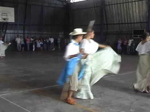 Cuarta parte baile folklórico en Juan Viñas Feria ...
