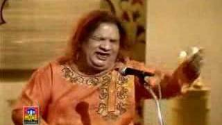 Download Mujhe Aazmane Waale - Aziz Mian Qawwal MP3 song and Music Video