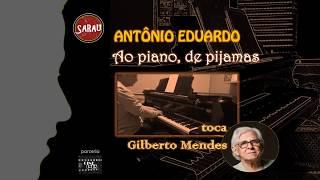 AO PIANO, DE PIJAMAS