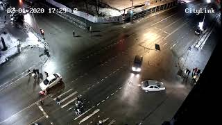 В Петрозаводске автомобиль въехал в толпу пешеходов и уехал с места ДТП