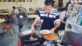 Penang Street Food Char Koay Teow Air Itam 炒了43年的槟城炒粿條,伯伯70多岁了老当益壮。