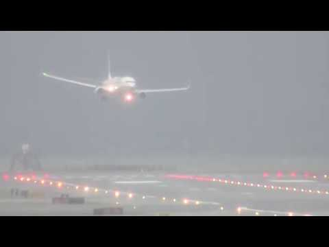 Skywest 5537  Landing in a Storm at SFO RAW