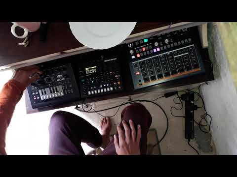 Electron digitone, Arturia drumbrute impact, XOX. Acidave live jam.