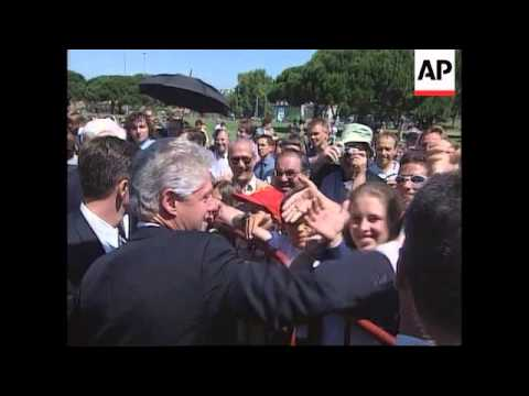 PORTUGAL: BILL CLINTON GREETED BY PRES JORGE SAMPAIO