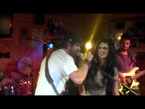 "Thomas Rhett ""Front Porch Junkie"" & Tera Lynne"