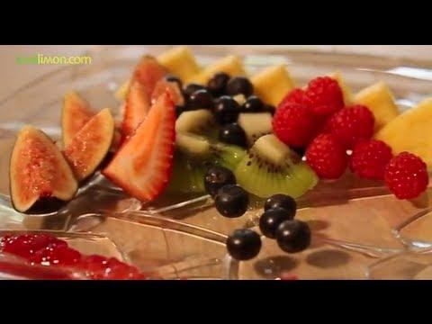Sonia arias c mo decorar un plato de frutas youtube for Como decorar un antejardin pequeno