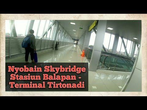 Nyobain Skybridge Jembatan Penghubung Stasiun Solo Balapan dengan Terminal Tirtonadi