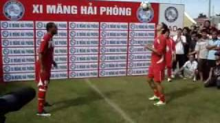 Denilson shows his skills in Hai Phong Stadium