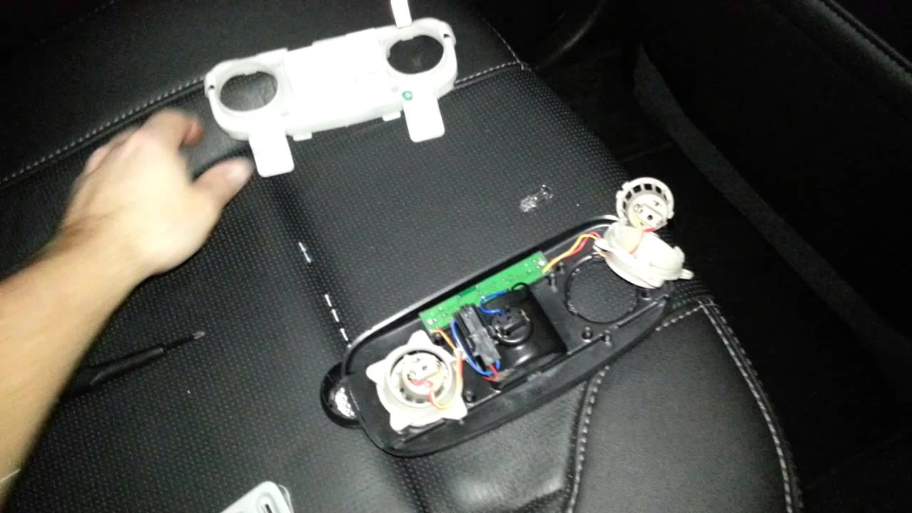 2013 Ford Taurus Dome Light Bulb Assembly Taken Apart