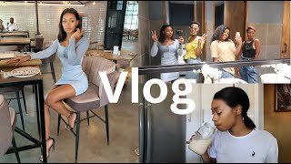 VLOG: lunch with friends, cook &  clean the pool with me
