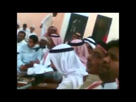 الفنان بندر الجهني يرقص عبدالجليل الرويسي بموال-- ياقلبي سيبك من اللي علي بنفسه