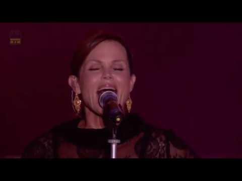 Belinda Carlisle - I Get Weak (Rewind Festival 2013) Full HD