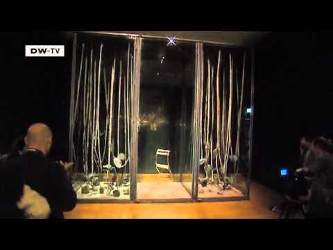 Der Kunstler Anselm Kiefer Interpretiert Das Rembrandt Gemalde Die Nachtwache Neu Euromaxx