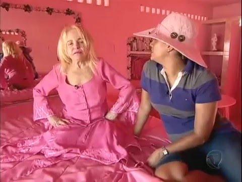 Achamos No Brasil: Mulher Vive Em Mansão Cor-de-rosa No Nordeste