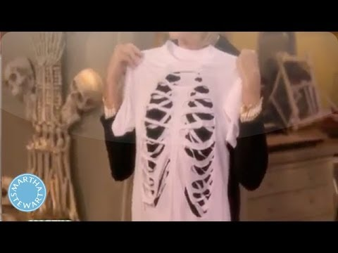 Diy skeleton t shirt martha stewart youtube diy skeleton t shirt martha stewart solutioingenieria Image collections